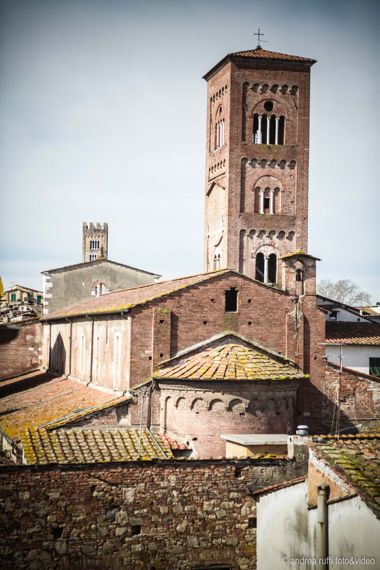 Excellent strategic location also if you want to visit the others Tuscany towns it will be very pleasant to return in the evening in the peaceful of Lucca